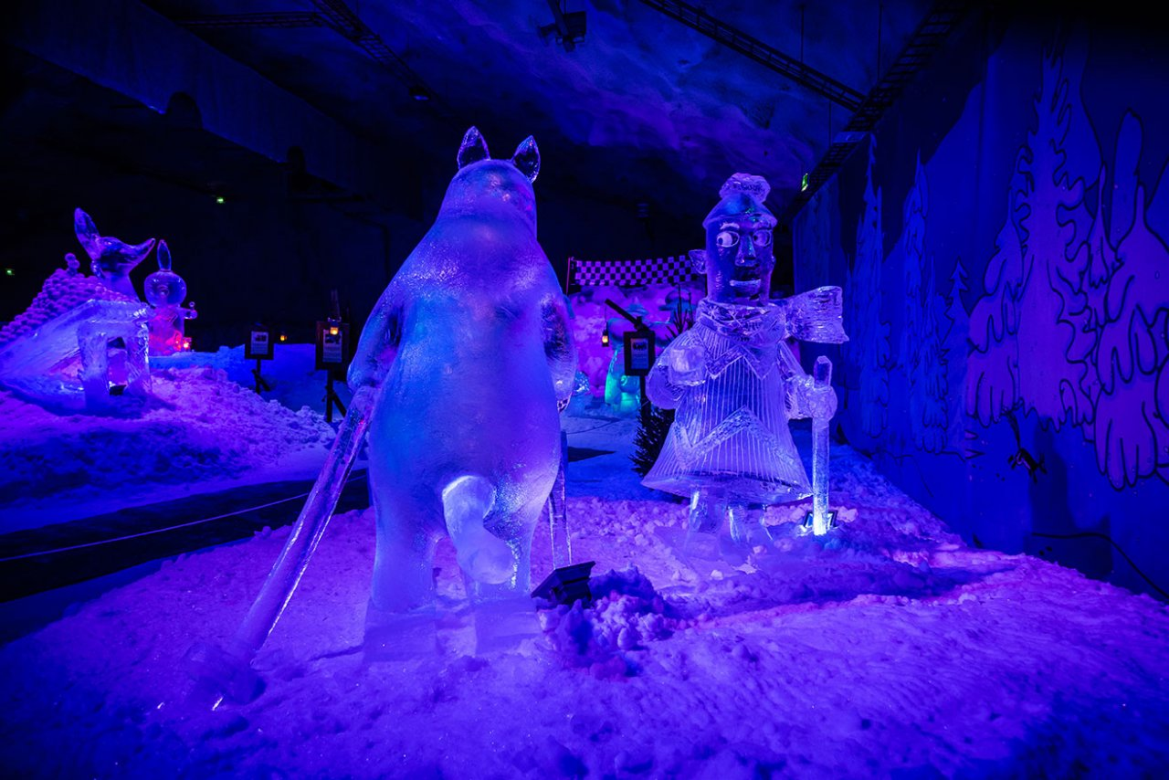 The new ice sculptures and fun activities of the Moomin Ice Cave charms